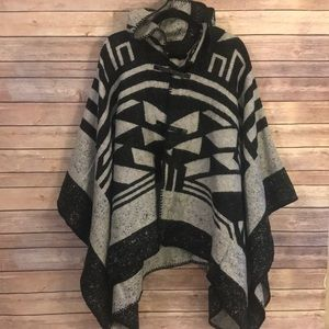 Jackets & Blazers - Gorgeous hooded toggle front poncho